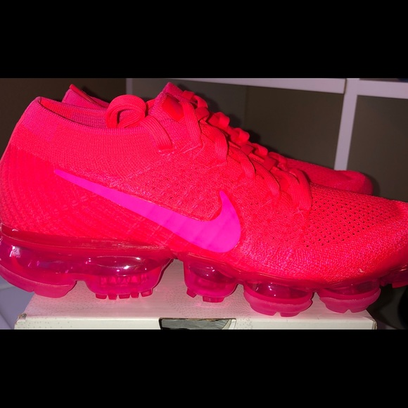 new arrival 1a64e 23ded 🆕🚺Nike Air Vapormax Flyknit 'Triple Pink' RARE‼️ Boutique
